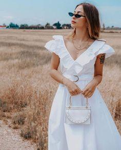 Look estivi 2020 ☀️ gli outfit più cool da cui prendere ispirazione Whitening, White Dress, Dresses, Fashion, White Dress Outfit, Gowns, Moda, La Mode, Dress