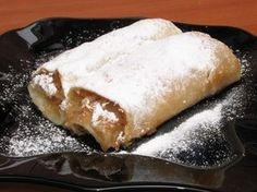 Plăcintă cu mere Romanian Food, Romanian Recipes, Cookie Pizza, Pudding Cookies, Bread Cake, Pastry Cake, Good Food, Fun Food, Delish