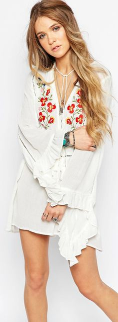 ❤️ Boho Chic Dress in White clothings :: free spirit :: fashion trend :: embroidered :: flowers :: floral :: lace :: summer :: fabulous :: street style :: fashion style :: embroidery dress :: skirt :: cardigans Embroidery Fashion, Embroidery Dress, Floral Embroidery, Embroidery Patterns, Boho Outfits, Fashion Outfits, Fashion Trends, Fashion Styles, Bohemian Outfit