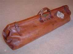 Fine leather cricket bag, complete with monogram. Vintage Luggage, Vintage Bags, Leather Bags Handmade, Leather Craft, Leather Working, Vintage Leather, Luggage Bags, Travel Bags, Satchel