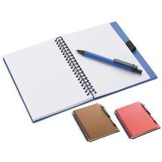 NOTES mod. MO7172, formatoo A5 (70 fogli neutri) in carta riciclata con penna a sfera con refill blu in cartone riciclato. Cover rigida. Dimensioni ca: 18x13,1x1,1 cm http://www.sadesign.it/it/gadget/mo7172_28636_idp/