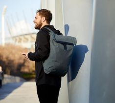 Easily carry all your gear on your bike commute with the Bellroy Shift Backpack Work Bag, which is designed for professionals. Diaper Backpack, Laptop Backpack, Forever 21 Bags, Top Backpacks, Shoulder Bags For School, Waterproof Backpack, Best Bags, Shift Work, Edc Gear