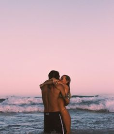 Shared by Ellenne. Find images and videos about love, summer and couple on We Heart It - the app to get lost in what you love. Cute Couple Pictures Tumblr, Cute Couple Quotes, Couple Beach Pictures, Couple Goals, Cute Couples Goals, Relationship Goals Pictures, Cute Relationships, Wallpaper Casais, Photo Couple