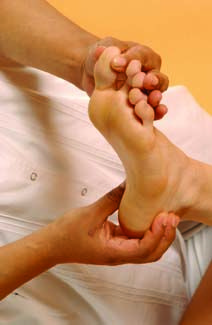 There are some Reflexology Points to Control Diabetes, which can cure your problems. Check out these important points for knee, hand, leg, toe and etc.