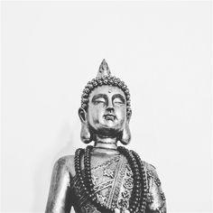 """""""A lei da mente é implacável.  O que você pensa você cria; O que você sente você atrai; O que você acredita torna-se realidade."""" - Buda"""