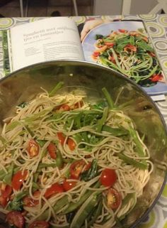 Pascale naessens puur genieten 1 pg 62  Pasta met boontjes en tomaten Vegetarian Recipes, Healthy Recipes, Go For It, Food Combining, Wok, Pasta Dishes, Pasta Recipes, Food To Make, Healthy Living