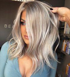 Best Ash Blonde Hair Color Ideas to Inspire You - Hair Tutorials Short Hair Cuts, Short Hair Styles, Long Bob Hairstyles, Blonde Hairstyles, Brown Blonde Hair, Ombre Hair Color, Up Girl, Lazy Girl, Balayage Hair
