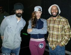 Rihanna: Grammys 2013 Rehearsal with Bruno Mars & Sting!: Photo Rihanna flashes a smile while posing with Bruno Mars and Sting at a rehearsal for the 2013 Grammy Awards on Friday (February The entertainer posted… Bob Marley Kids, Marley Family, Grammys 2013, Bob Marley Legend, Reggae Bob Marley, Ocho Rios, Bob Marley Mellow Mood, Marley Brothers, Movies
