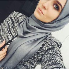 Grey shiny hijab and mottled blazer - check out: Esma Arab Fashion, Islamic Fashion, Muslim Fashion, Modest Fashion, Girl Fashion, Fashion Outfits, Modest Wear, Modest Outfits, Muslim Girls