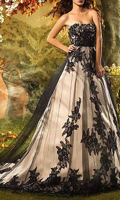 A-line/Princess Strapless Court Train Lace Wedding Dress
