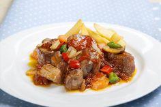 Carne de cerdo en salsa de champiñones. ¡Sabrosísima! Descubre más en http://www.gallinablanca.es/receta/carne-de-cerdo-en-salsa-de-champinones/#.U0vMlq6bvcs