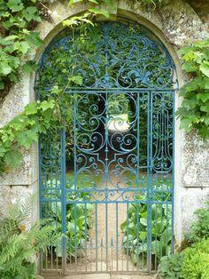 lovely garden gate at Rousham Estate, Oxfordshire, England, seen on BenPentreath.com/inspiration/