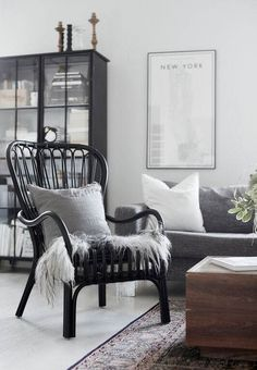 Scandinavian living room in black and grey Living Room Photos, Living Room Interior, Living Room Decor, Living Spaces, Living Room Inspiration, Interior Inspiration, Scandinavian Living, Scandinavian Interior, White Home Decor