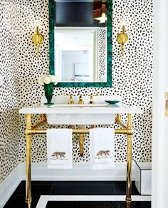 As mentioned in this post by Adrienne, wallpaper can be a good way to brighten bathrooms — especially tiny windowless ones. If you are thinking of testing your wallpaper skills, here are 10 wallpapered bathrooms to get you inspired.