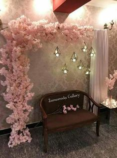 That inspired me to use command hooks on the wall. A shower rod and a drapper - Kirchendeko - Hochzeit Decoration Buffet, Stage Decorations, Birthday Decorations, Parties Decorations, Decoration Party, Flower Decorations, Baby Shower Photo Booth, Baby Shower Photos, Trendy Wedding