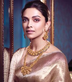 Shop latest Diwali Jewellery Offers Online from Tanishq. Tansihq offers the best quality diamond and gold jewelry with wide varieties of collections. Deepika In Saree, Sabyasachi, Bollywood Fashion, Bollywood Actress, Bollywood Celebrities, Diwali Jewellery, Fashion Jewellery, Deepika Padukone Style, Indian Bridal Outfits