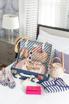 I wanted to publish this post earlier but with so many people telling me they were headed to Charleston in late summer or early fall, I thought it was best to hold off on our travel guide to this amazing … Travel Packing, Travel Backpack, Travel Guide, Tote Backpack, Duffle Bags, Messenger Bags, Travel Outfit Summer, Summer Travel, Travel Outfits