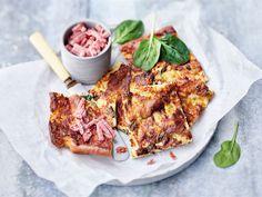 Suolainen pannukakku on oivallinen välipala tai pikkusuolainen vaikka suosikkisarjan ääreen iltasella. Pinaatti ja AURA juusto ovat paitsi kaunis, myös maukas makupari.
