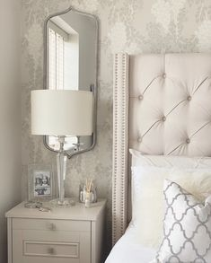[New] The 10 Best Home Decor Today (with Pictures) Master Bedroom Interior, Master Bedroom Makeover, Room Ideas Bedroom, Home Decor Bedroom, Living Room Decor, Pink Wallpaper Bedroom, Bedside Table Decor, Design Minimalista, Classic Home Decor
