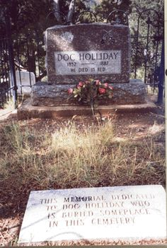 Doc Holliday is buried on a hill above Glenwood Hot Springs, Colorado. The marker at the foot was to deter grave robbers. Cemetery Headstones, Old Cemeteries, Cemetery Art, Graveyards, Old West Outlaws, Famous Tombstones, Old West Photos, Doc Holliday, Into The West