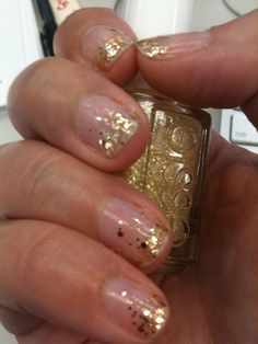 Our beauty editors DIY glitter ombre manicure. #DIY #nails #glitter #ombre #hairstlyes