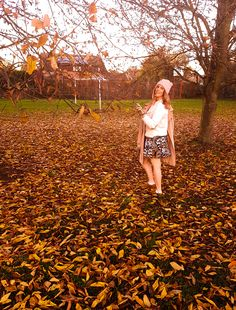 Women's Fashion Autumn/Fall Photoshoot - Fashion Ideas.  Hat: H&M Coat: Zara Jumper: Vintage Market Skirt: H&M Shoes: Pull&Bear Watch: Michael Kors Makeup: Rimmel London Hair: Rose Gold