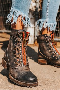 Crazy Shoes, Me Too Shoes, Julien Fournié, Bootie Boots, Shoe Boots, Women's Booties, Liverpool, Fasion, Cute Outfits