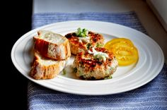 VÝPEČKY: KRŮTÍ KARBANÁTKY S KORIANDREM Baked Potato, Salad Recipes, Hamburger, French Toast, Brunch, Cooking Recipes, Eggs, Breakfast, Ethnic Recipes