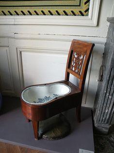 Château de La Roche-Guyon chaise bidet.JPG