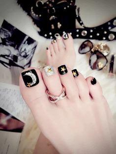 Pretty Toe Nails, Cute Toe Nails, Pretty Toes, My Nails, Pedicure Nail Art, Toe Nail Art, Black Pedicure, Feet Nail Design, Toe Nail Designs