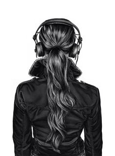 Back head girl with headphone #BW #posterize Does anyone else think this amazing drawing btw looks like Tris with headphones or is it just me and my unhealthy obsession with Divergent?