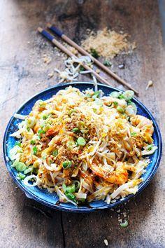 Semaine Thaï Thaï dans ma cuisine ! Incontournable Pad Thaï ! Pad Thaï aux crevettes...   Mais pourquoi est-ce que je vous raconte ça... doriancuisine.com   Bloglovin'