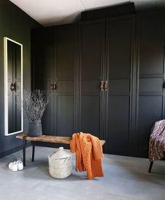 Hoe creëer je een prachtige betonlook in je keuken en op je gashaard Wardrobe Furniture, Room, Interior, Home Decor Bedroom, Country Modern Home, Barn Bedrooms, Room Decor Bedroom, Farrow And Ball Bedroom, Masculine Interior