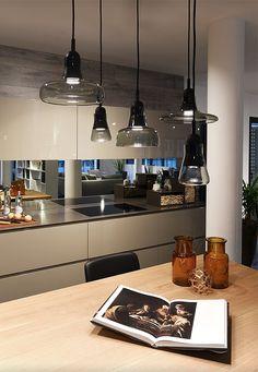 Lampade Brokis, lampade vetro soffiato. Lampada design vetro e legno. Rivenditore lampade Mendrisio, Lugano, Canton Ticino.