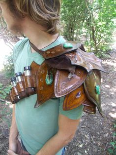 Leather Shoulder Pauldron/Spaulder-very nice, I need to learn some leather working.