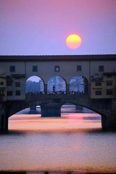 Ponte Vecchio, Florence, Italy, province of Florence Tuscany Oh The Places You'll Go, Places To Travel, Places To Visit, Toscana, Turandot Opera, Wonderful Places, Beautiful Places, Belle Villa, Florence Italy
