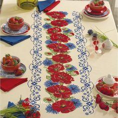 Tessuti e Schema, Tovaglia da 12: Aida di misto lino avorio e schema su carta a quadretti per realizzare la tovaglia da 12 da ricamare a punto croce con motivo papaveri, completa con emiane di cotone blu e rosso per creare 6 tovaglioli per colore.