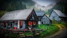 Die Alm Style At Home, Cabin, House Styles, Home Decor, Road Trip Destinations, Nice Asses, Decoration Home, Room Decor, Cabins