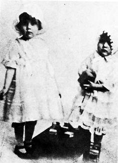 Joan de Beauvoir de Havilland a.k.a. Joan Fontaine & sister Olivia de Havilland
