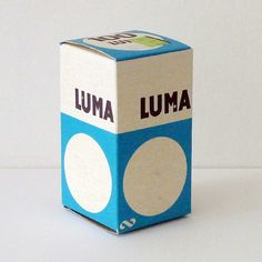 LUMA BOX Another light bulb box from the Swedish cooperative company's own brand LUMA. This one is maybe from the but the simple round shape from one of the older boxes is still there. Retro Packaging, Gift Packaging, Packaging Design, Composition Design, Old Boxes, Graphic Design Posters, Box Design, Industrial Design, Light Bulb