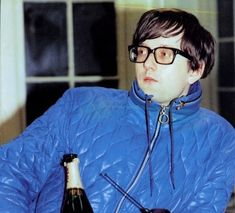 Jarvis Cocker in a padded jacket. He doesn't look well :( Pulp Band, Justine Frischmann, Iman And David Bowie, Green Day Billie Joe, Jarvis Cocker, England Shirt, Mark Owen, Geri Halliwell, Anthony Kiedis