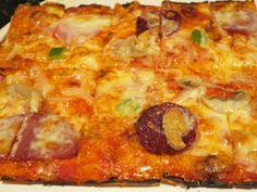 """旧き良きアメリカの味がする横浜・本牧でいまも愛されるハイカラな四角い""""ピザ"""" - dressing(ドレッシング) Hawaiian Pizza, Pepperoni, Food, Essen, Meals, Yemek, Eten"""