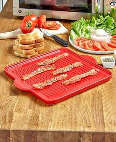 Cook and serve using the same tray with this versatile Ceramic Baking Griddle. The ridges raise food up to keep it away from any liquids. Perfect for cooking ba