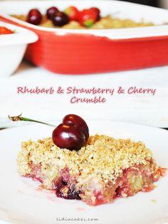Crumble rhubarb, strawberry and cherry
