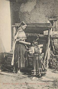 Pavol Socháň - Smädné dievčatá vo Zvolenskej Slatine Folk Costume, Costumes, Types Of Weaving, Heart Of Europe, Traditional Design, Historical Photos, Alter, Celtic, Character Design
