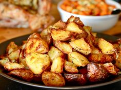 Ultra crispy roasted potatoes from serious eats. Crispy Roast Potatoes, Roasted Potatoes, Oven Potatoes, Russet Potatoes, Roasted Potato Recipes, Food Lab, Cooking Recipes, Healthy Recipes, Roast Recipes