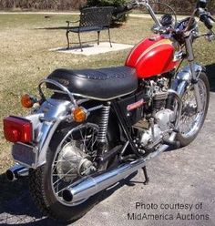 The 1973 Triumph Bonneville was the first Front Disk Brake & standard Eye-popping Pictures, Specs, History & more. Triumph Motorcycles, Cars And Motorcycles, British Motorcycles, Triumph Bonneville, Old Bikes, Classic Bikes, Motorbikes, Automobile, History