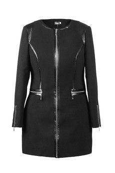 A może czarny płaszcz z ekoskórą. Także świetnie prezentuje się w dużych rozmiarach. bocco.pl