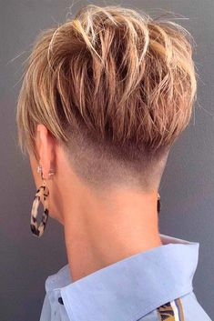Level 8 26 Taper Fade Haircut Women for the Boldest Change of Image - Ready To Meal Taper Fade Haircut, Short Hair Undercut, Short Pixie Haircuts, Cute Hairstyles For Short Hair, Short Hair Cuts For Women, Trending Hairstyles, Hairstyles Haircuts, Curly Hair Styles, Tapered Haircut For Women