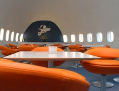 (199) Jumbostay - Dormirás en un avión y no como crees: el hotel Jumbostay está situado cerca del aeropuerto de Arlanda (Estocolmo) y se ubica dentro de un Boeing 747. Como lo oyes. Puedes elegir entre dormir en la cabina de los pilotos, en la de los pasajeros... o en la zona del maletero, con entrada privada.